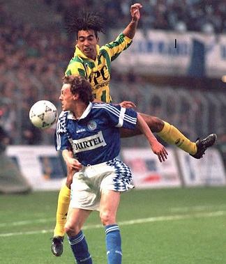 http://irofoot.s3.amazonaws.com/images/photos/article/1200x768_yvon-pouliquen-strasbourg-contre-patrice-loko-fc-nantes-15-avril-1995.jpg