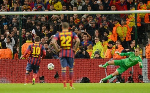 http://irofoot.s3.amazonaws.com/images/photos/article/7769812426_lionel-messi-transforme-un-penalty.jpg