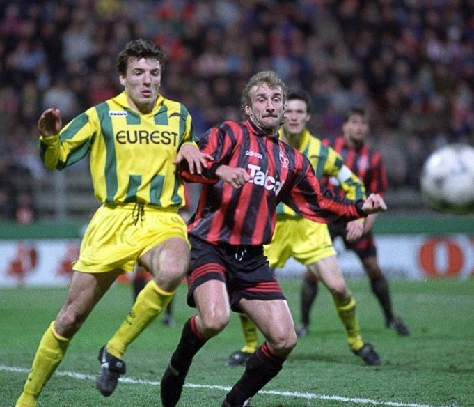 http://irofoot.s3.amazonaws.com/images/photos/article/817f5869d5ce02120e89258cee700326--fc-nantes-apps.jpg