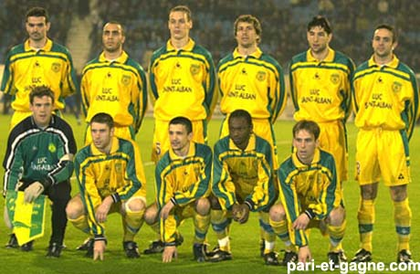 http://irofoot.s3.amazonaws.com/images/photos/article/FCNantes_2000-_2001_(3).jpg