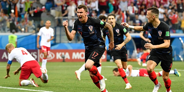 http://irofoot.s3.amazonaws.com/images/photos/article/VIDEO-Deux-buts-en-5-minutes-le-debut-de-match-fou-de-Croatie-Danemark.jpg